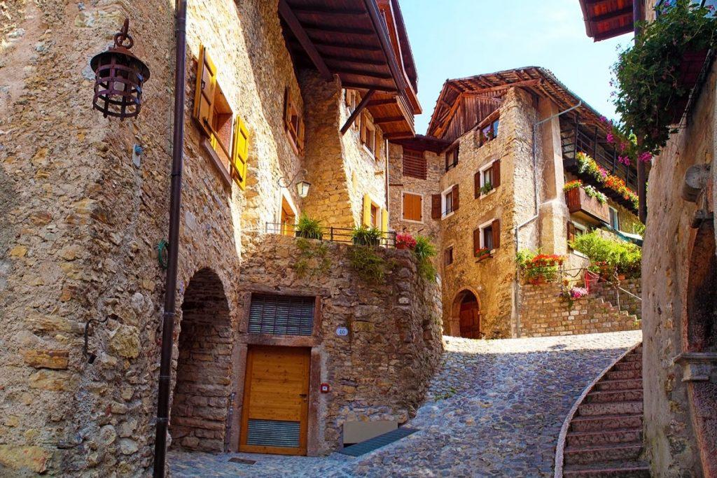 borgo-medievale-canale-di-tenno
