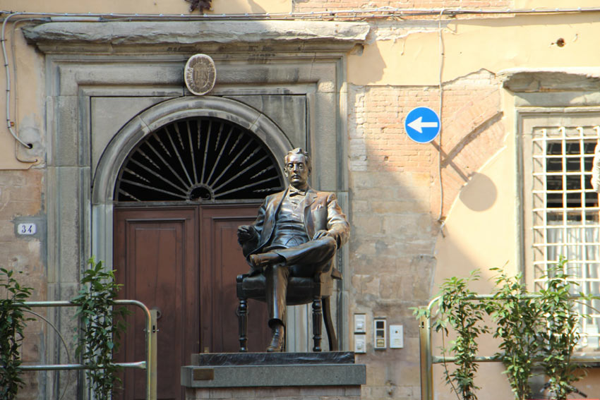 monumento giacomo puccini lucca